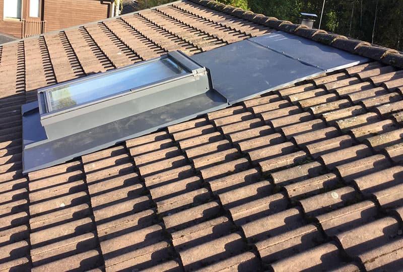 Kattoikkunan, kattovalokuvun tai kattoluukun korjaus ja uusiminen